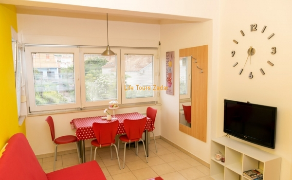 living and dining area (sat/tv, free wi-fi, air-conditioner)