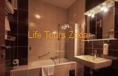 bathroom (bathtub)