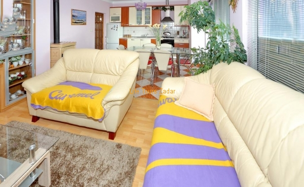 living room with sofa, sat/tv, free wi-fi