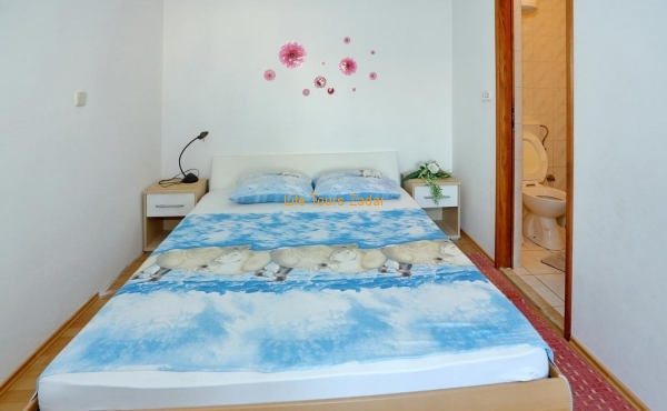 bed for 2  (large bed)